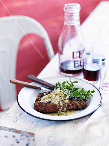 Skirt steak with herb sauce