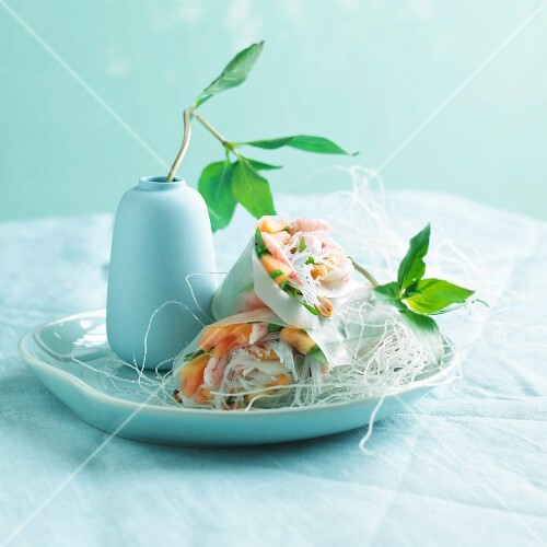 Spring rolls filled with shrimp and papaya