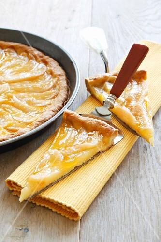 Pear tart with apricot glaze