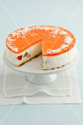Cheesecake with fruit jelly