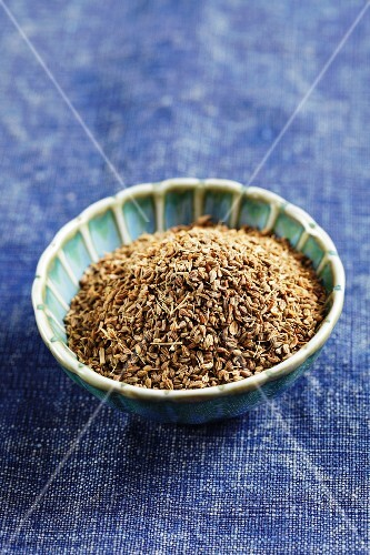 Aniseed in a small dish