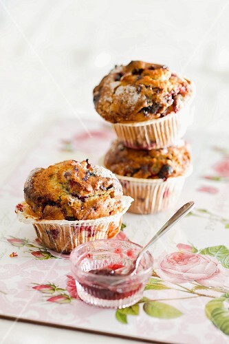 Blueberry muffins with jam