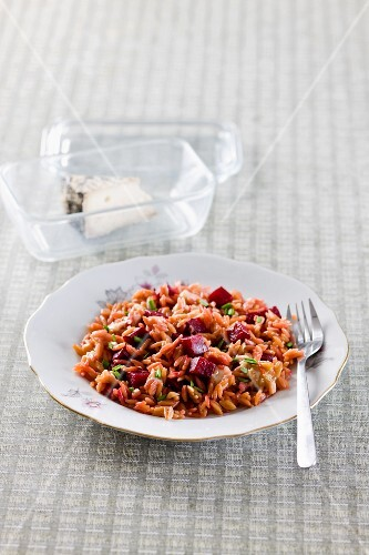 Cereal flakes with beetroot