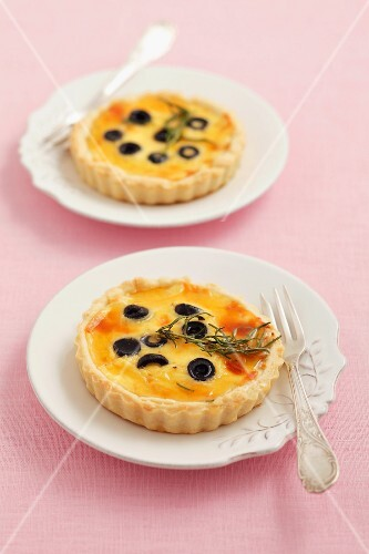 Goat's cheese tartlets with olives and rosemary honey