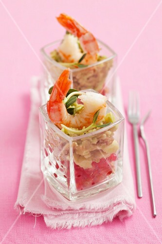 Guacamole with pomegranate and prawns