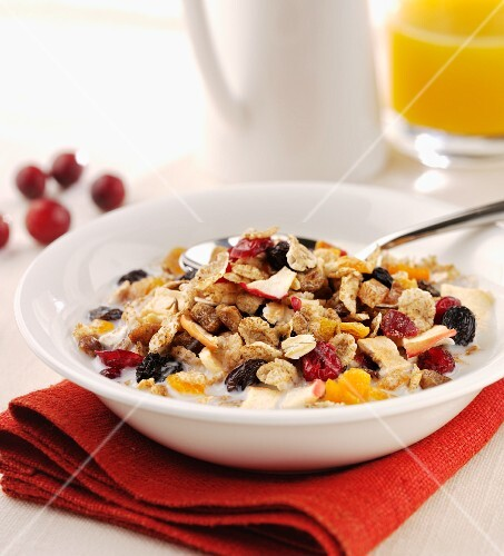 Muesli with milk and oranges