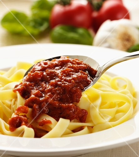 Ribbon pasta with tomato and garlic sauce