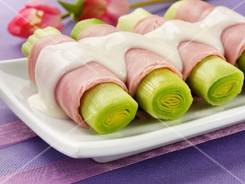 Leeks wrapped in ham with béchamel sauce