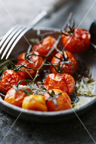 Tomatoes roasted in the oven
