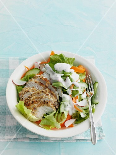 Chicken breast with salad and a yoghurt dressing