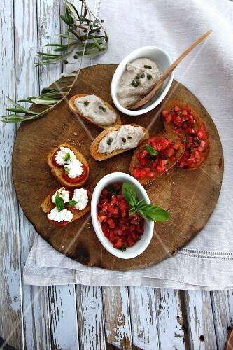 Bruschetta with tomatoes and cream cheese