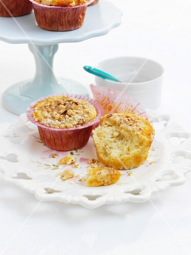 Honey and spice cupcakes with lemon glaze