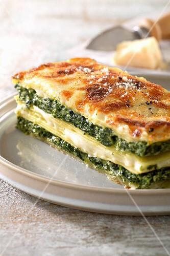 Lasagne con ricotta e spinaci (lasagne with ricotta and spinach)