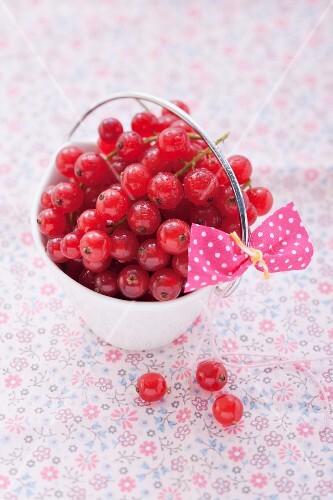 Redcurrants in a mini bucket