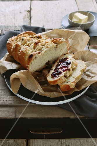 Hefezopf (sweet bread from southern Germany) with raisins and jam