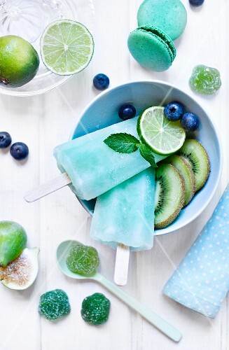 Home-made peppermint ice lollies