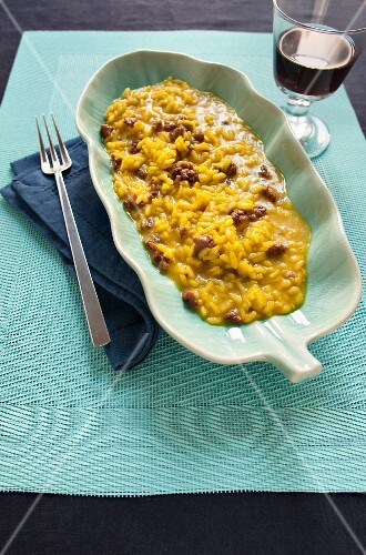 Risotto con la salsiccia (saffron risotto with spicy sausage, Italy)