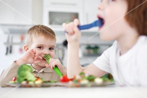 Children eating vegetables together