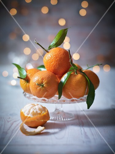 Clementines with leaves in a crystal dish