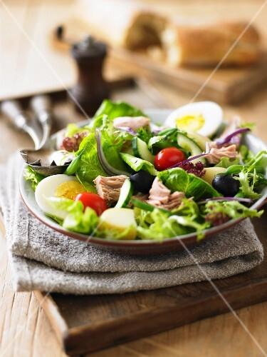 Salad niçoise with tuna, egg and olives