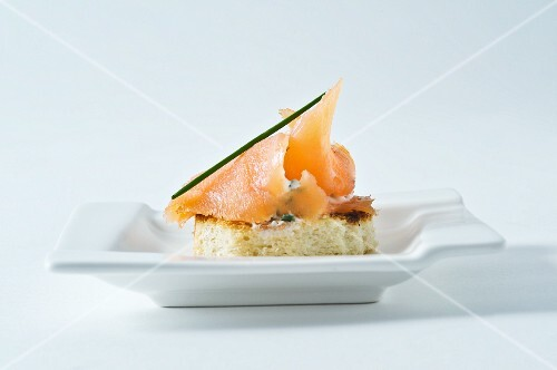 Crostini with smoked salmon and chive cream