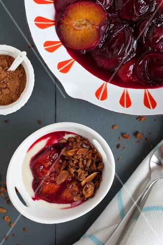 Oven-roasted plums with yoghurt, granola and cinnamon