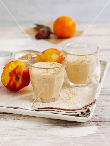 Yoghurt smoothie with nectarines