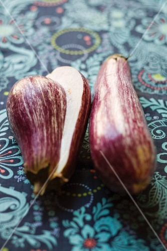 Striped aubergines, whole and halved
