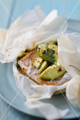 Tuna with avocado, cooked wrapped in foil