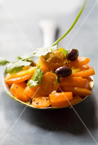 Carrots with oranges and olives