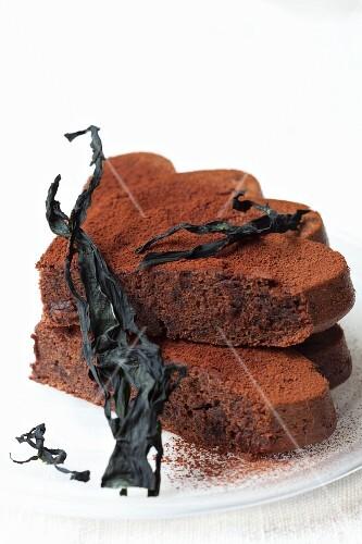 Chocolate cake with wakame