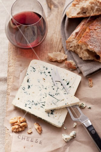 Blue cheese, bread, nuts and red wine