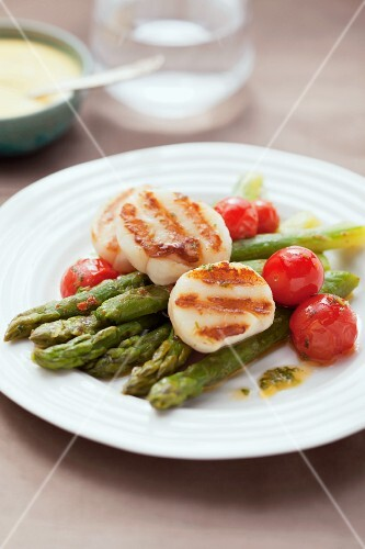Grilled scallops on asparagus with cherry tomatoes