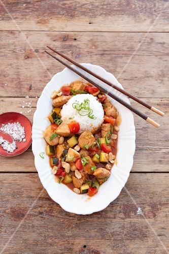 Spicy chicken dish with peanuts, served with rice (Asia)