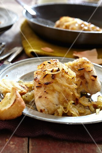 Garlic chicken with caramelised onions