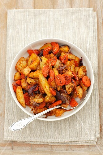 Roasted vegetables (potatoes, carrots, celeriac and red onions)
