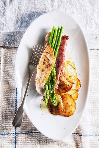 Stuffed chicken breast with duck and asparagus