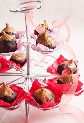 Figs with chocolate glaze in an ice cream-cone holder