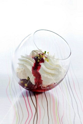 Meringue and cream with blackcurrant and pistachios