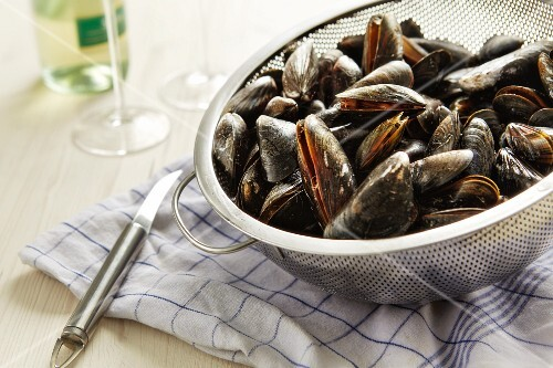 Cooked mussels in a colander