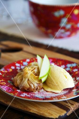 Apple-filled won tons with vanilla ice cream