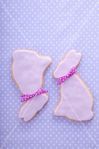 Shortbread Easter bunnies with sugar glaze