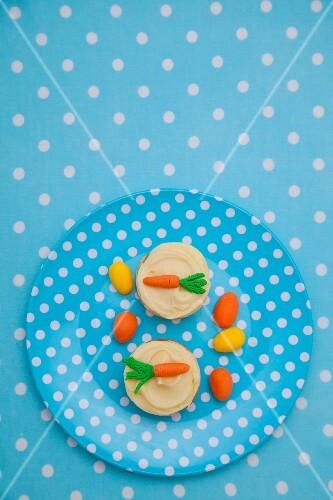 Mini cheesecakes with vanilla custard and marzipan carrots