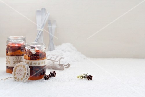 Scarlet runner beans preserved in oil with peppers (Austria)
