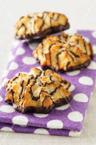 Coconut macaroons with chocolate