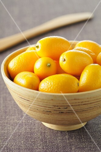 Lots of kumquats in a bowl