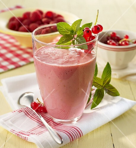 Raspberry and redcurrant smoothie