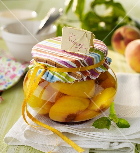 Caramelised peaches in orange liqueur