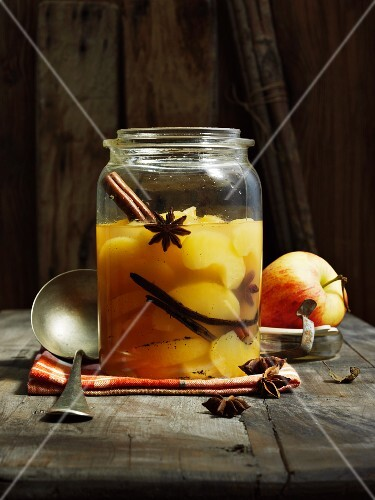 Stewed apples with star anise, a vanilla pod and a cinnamon stick