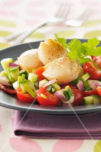 Colourful salad with scallops